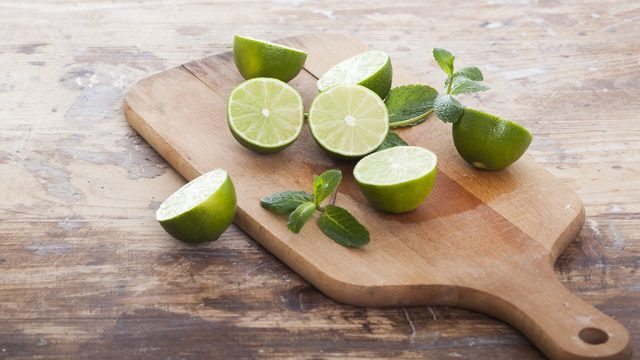 Sliced limes.jpg