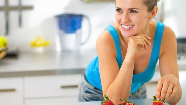 Women eating fruit yogurt.jpg