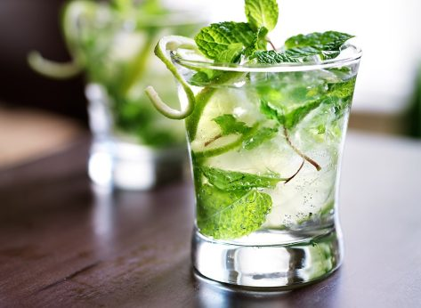 8 Tips for Low-Calorie Cocktails from Diet Experts