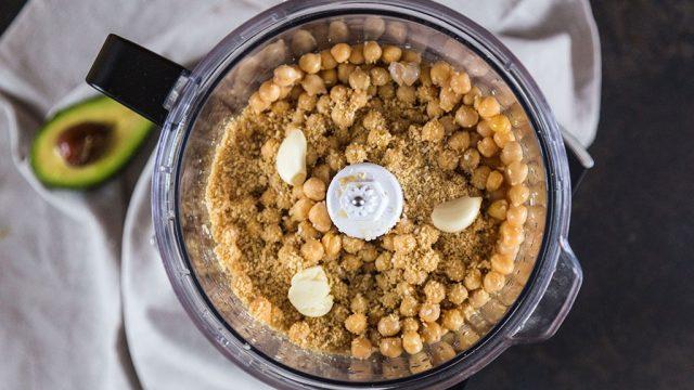 Hummus in food processor.jpg