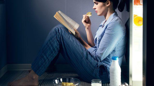 Eating at night 8 ways lose weight while you sleep.jpg