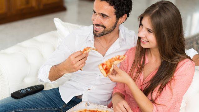 Couple eating pizza.jpg