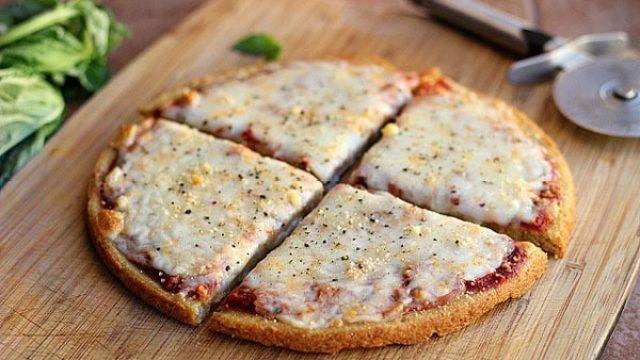 Flourless pizza quinoa blogger.jpg