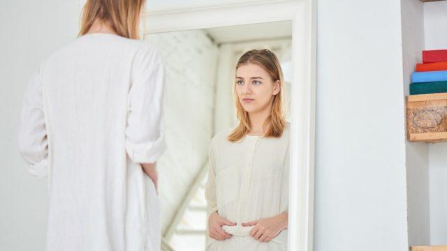 Women looking in mirror.jpg