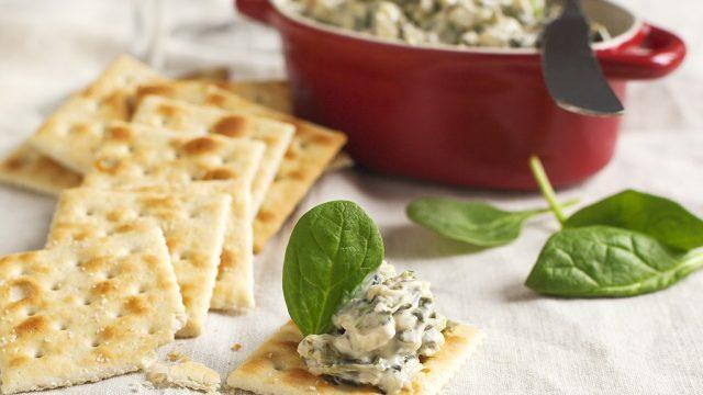 Spinach dip crackers.jpg
