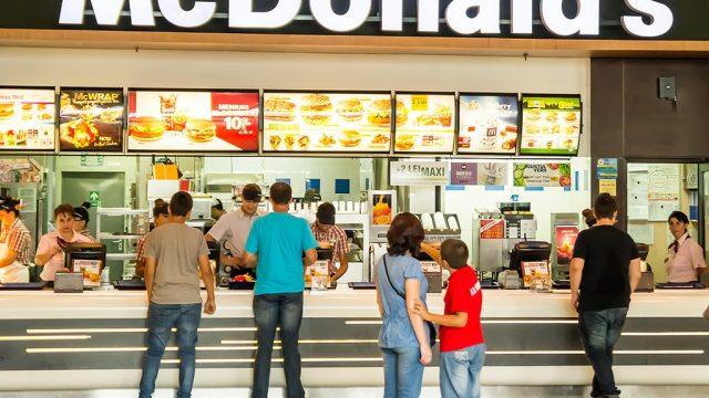 customers at mcdonalds