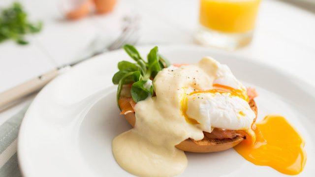 Eggs benedict lose weight brunch.jpg