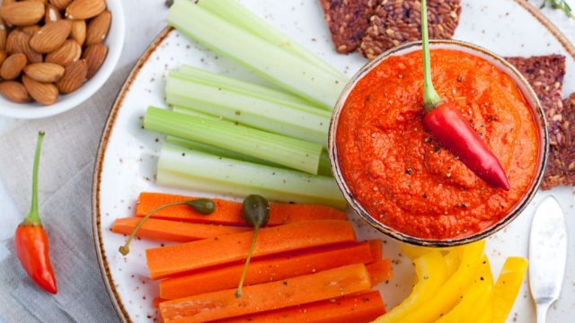 Hummus dip veggies.jpg