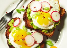 Lose 14 Pounds in 14 Days Eating This Breakfast