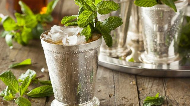 Mint julep drink.jpg