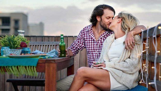 Husband wife kiss.jpg