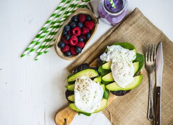 Avocado sandwich knife table