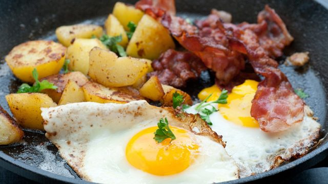 Fried egg bacon and potatoes
