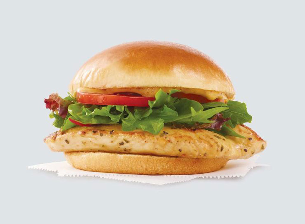 Wendys grilled chicken sandwich - healthy restaurants low calorie meal options