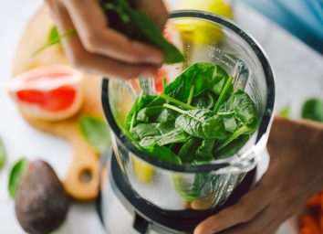 make spinach smoothie with avocado and grapefruit in blender