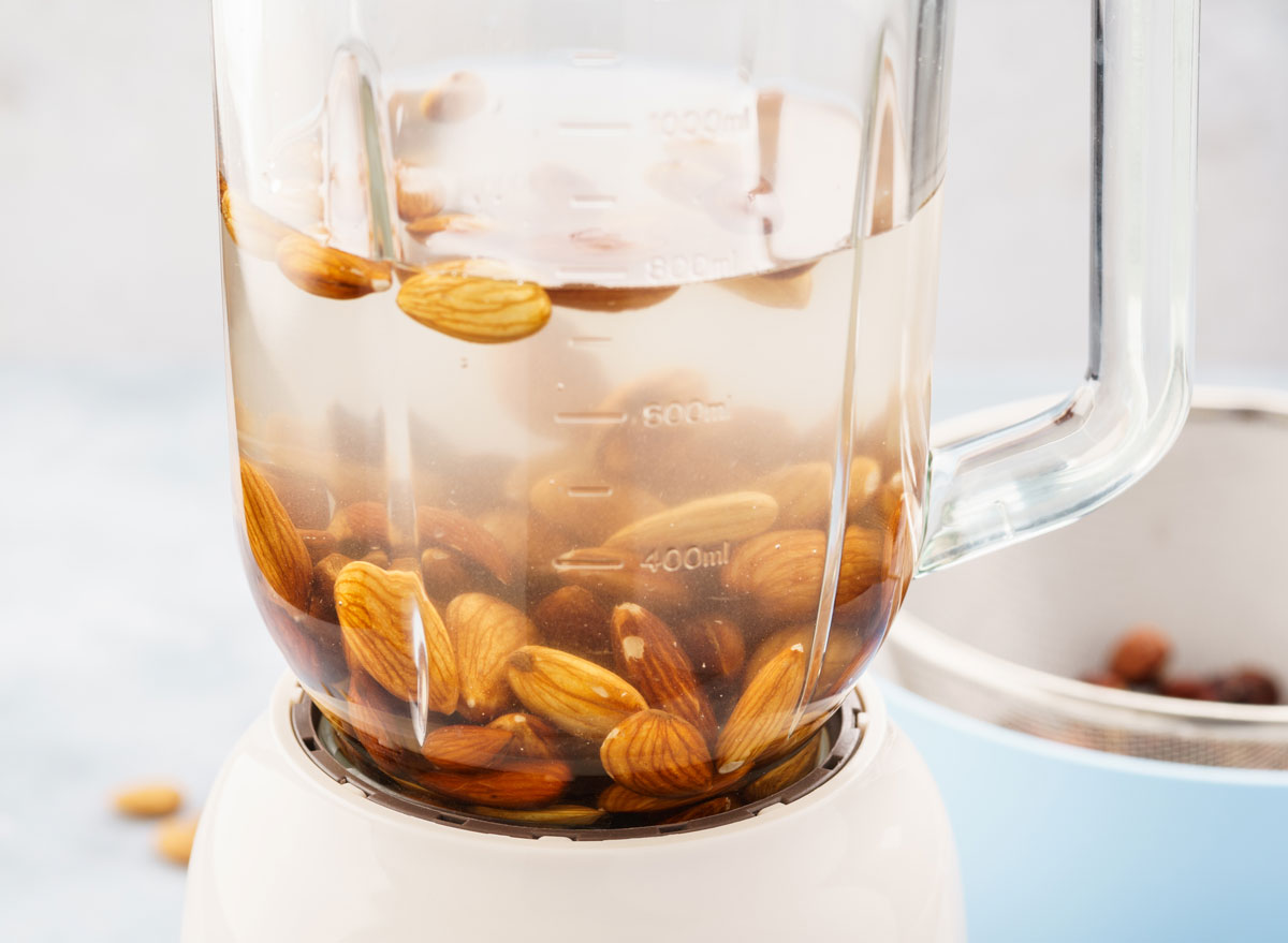 soaked almonds in blender