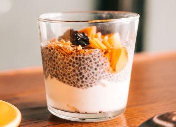 Yogurt chia pudding granola parfait