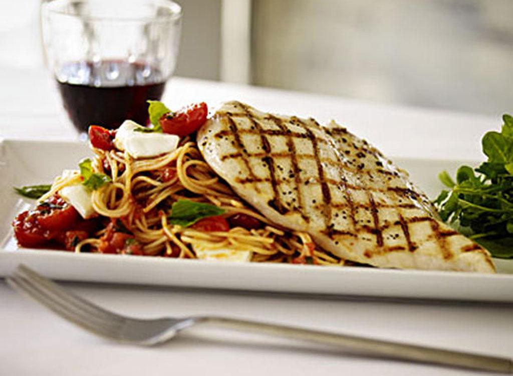 Healthiest restaurant dish Romanos pollo caprese