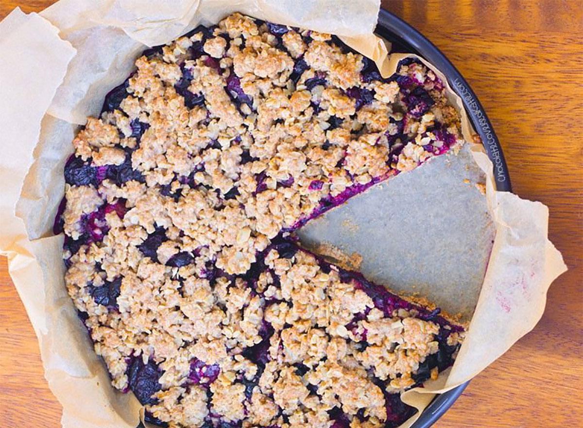 oatmeal cherry crumble pie