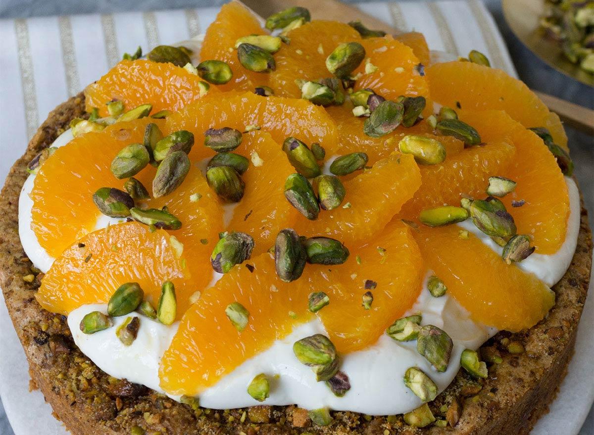 pistachio cake with yogurt and oranges