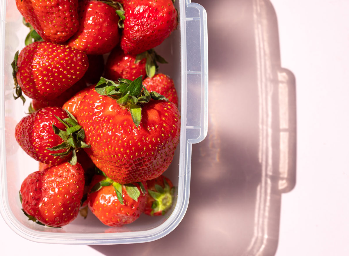 Store strawberries and fruit in plastic containers