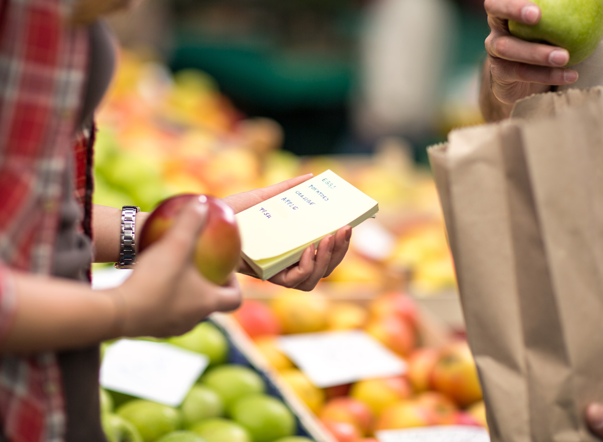 Write a healthy grocery shopping list