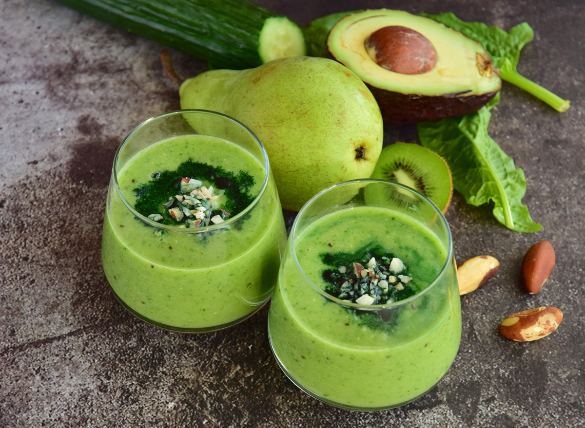 Green breakfast smoothie for weight loss avocado pear brazilnut spinach