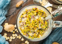 Oats chia quinoa pistachio