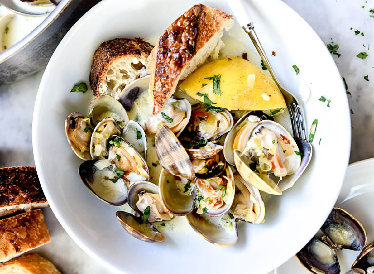 steamed clams in bowl