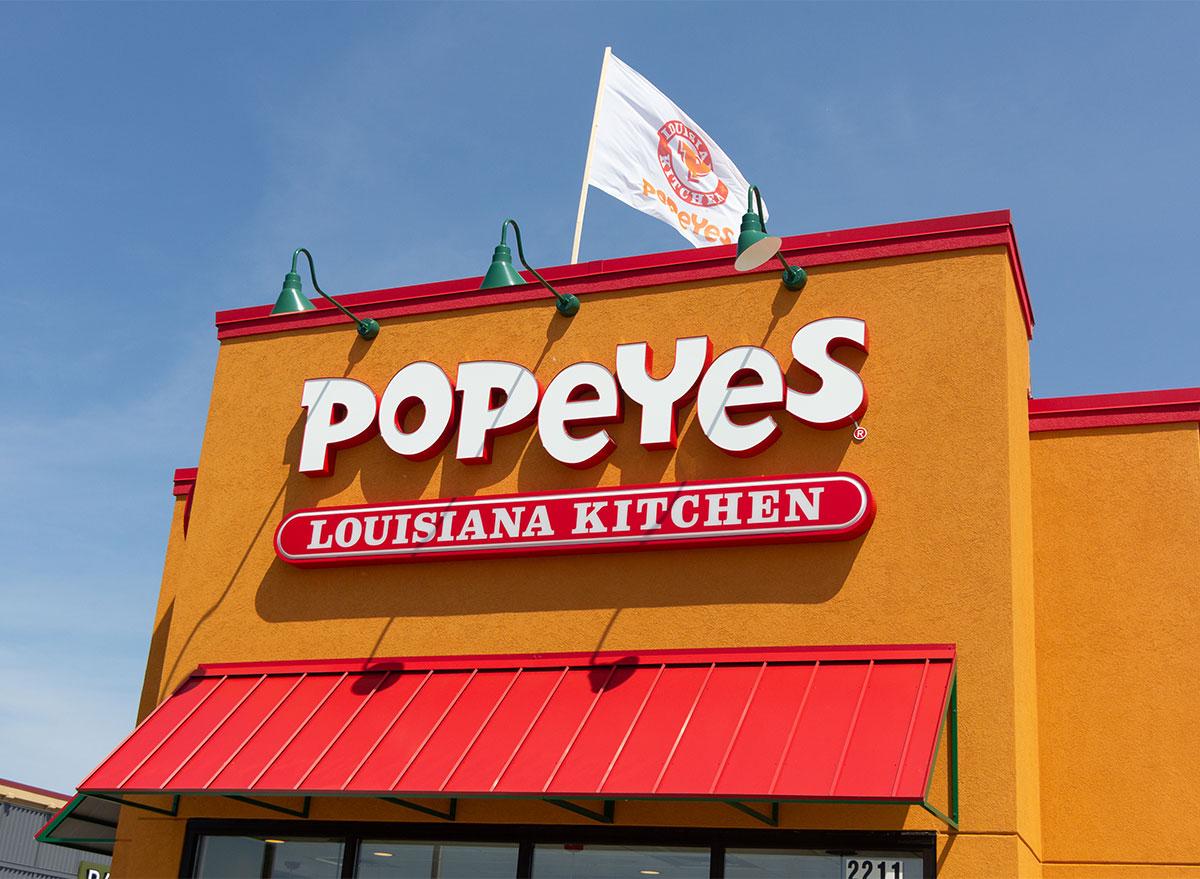 popeyes restaurant storefront