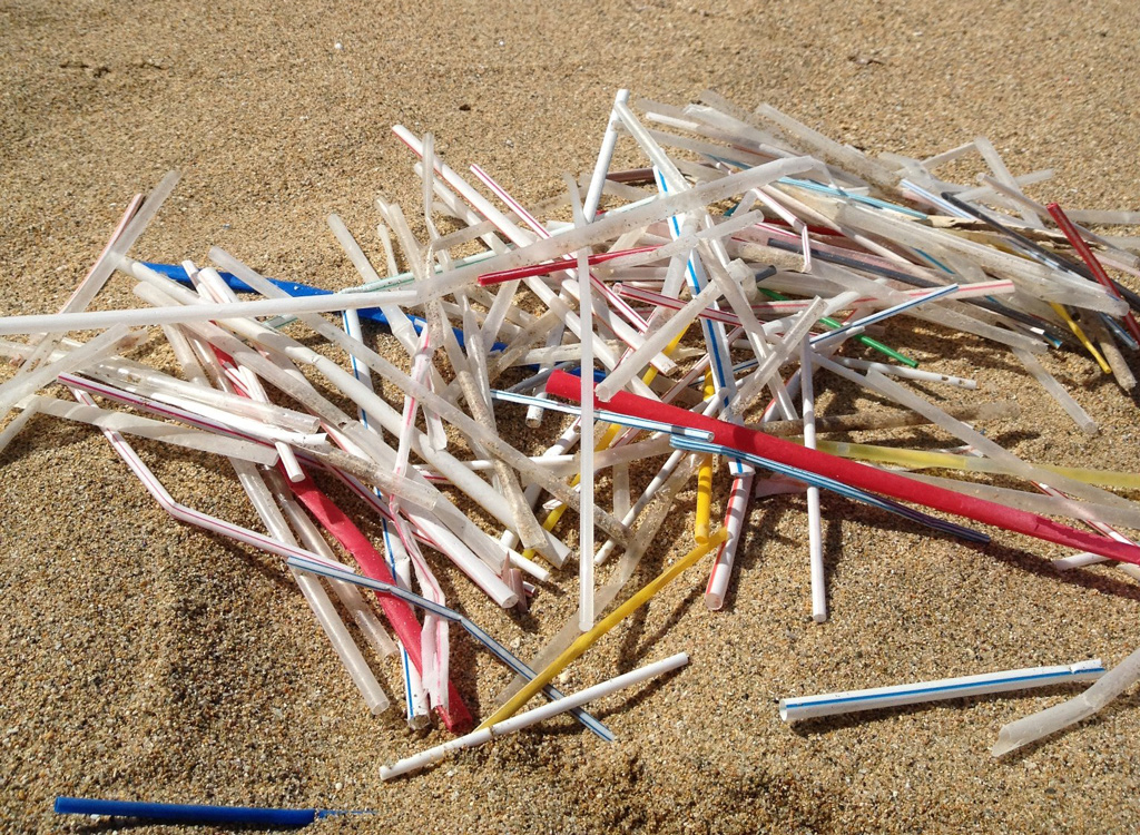 Plastic straws polluting beach