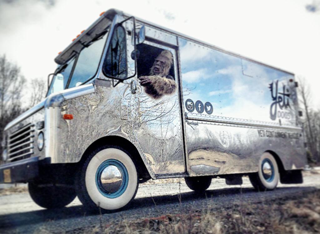 Yeti dogs food truck