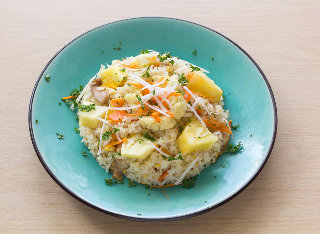 Cauliflower oats with fruit