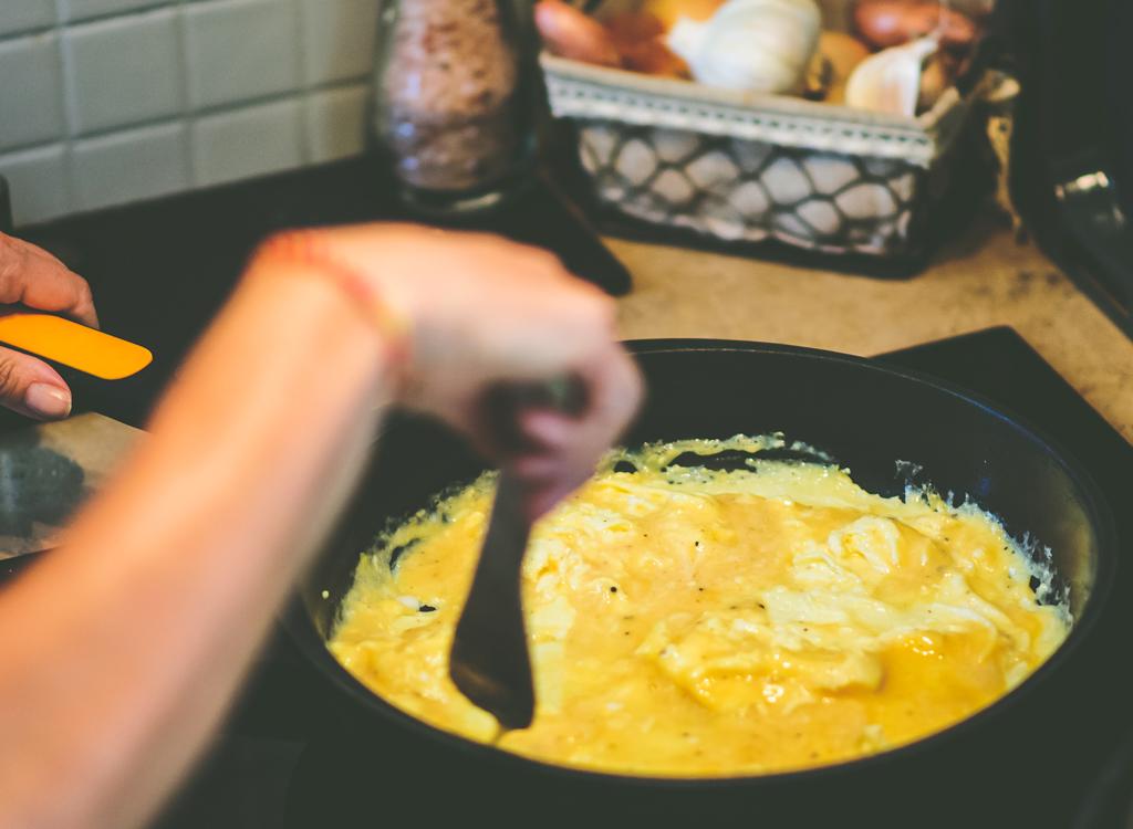 Cook stir omelet