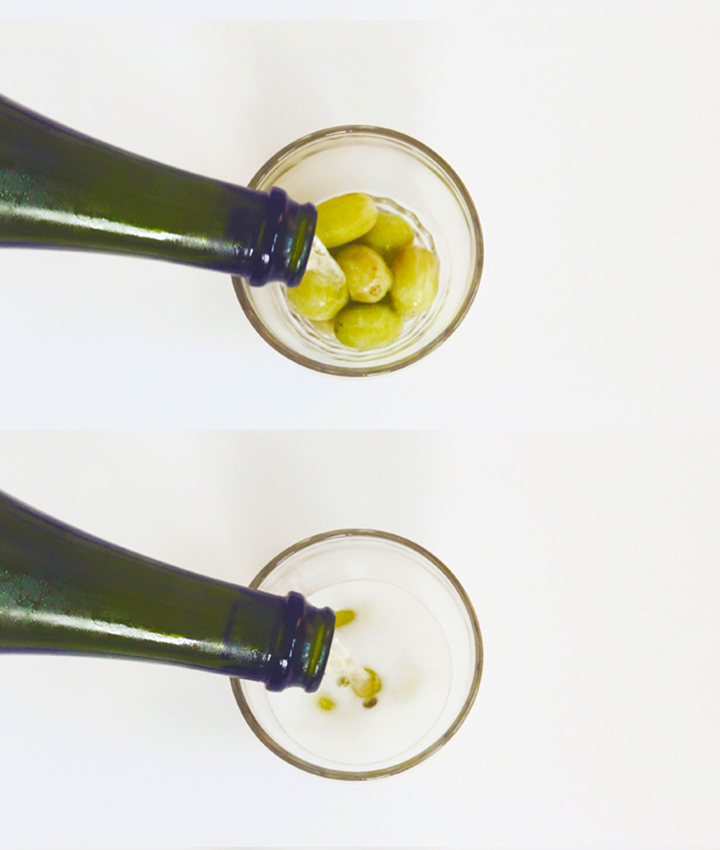 Frozen grapes in place of ice cubes