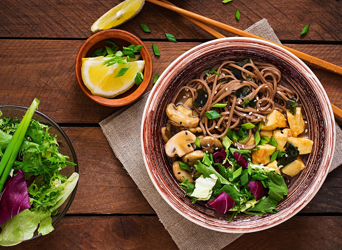 Soba noodles and veggies