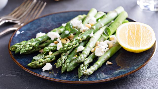 Asparagus with cheese and lemon and pine nuts