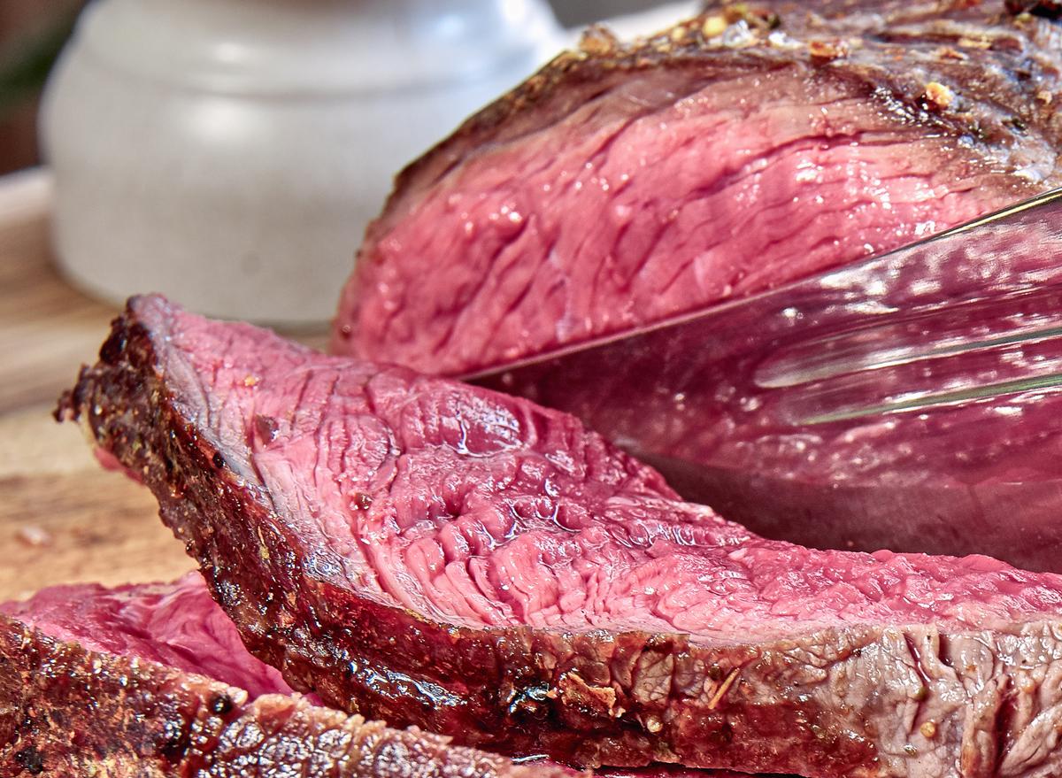 Cutting steak
