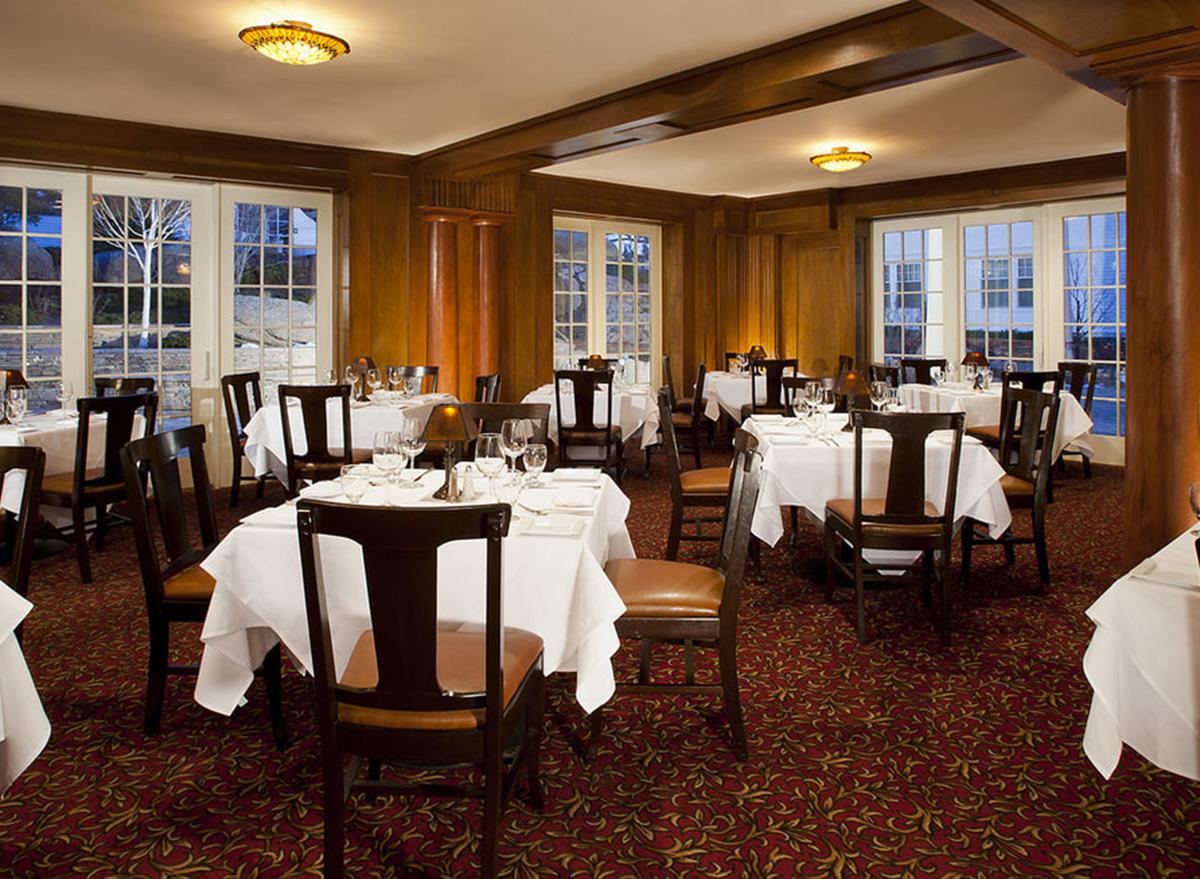 Cascade's restaurant lounge