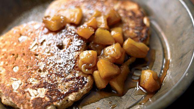 Oatmeal pancakes with cinnamon apples