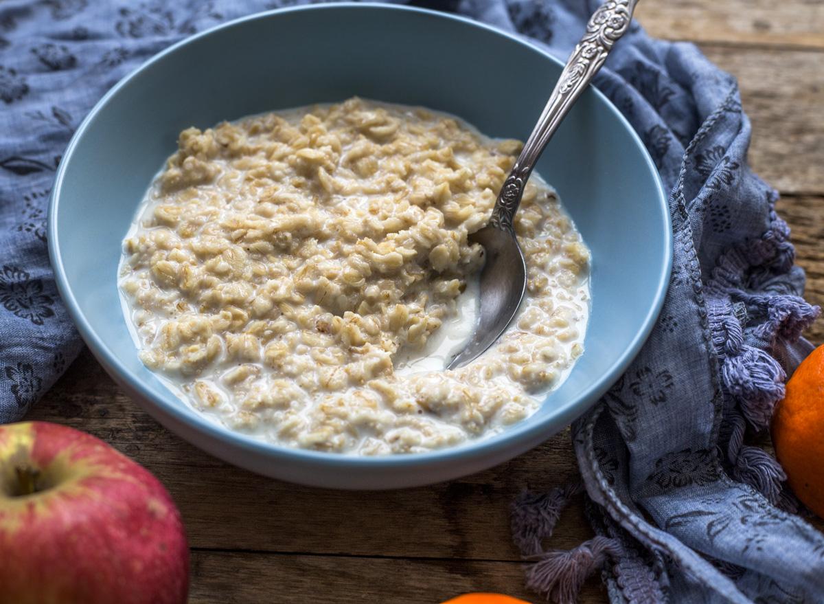 Plain bowl of oatmeal