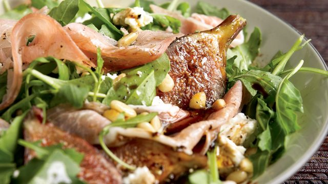 Healthy fig and prosciutto salad