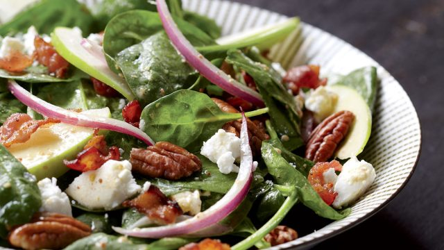 Healthy spinach & goat cheese salad with apples & warm bacon dressing