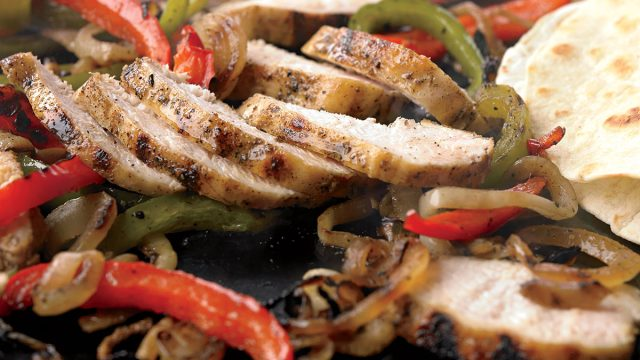 Low-calorie chicken fajitas