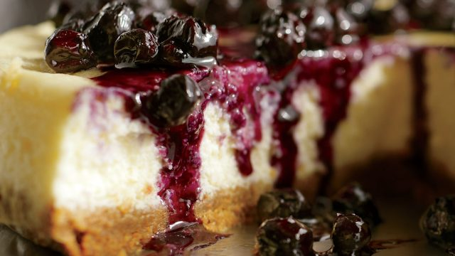 Low-calorie ricotta cheesecake with warm blueberries