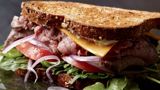 Low-calorie roast beef and cheddar sandwiches with horseradish mayo