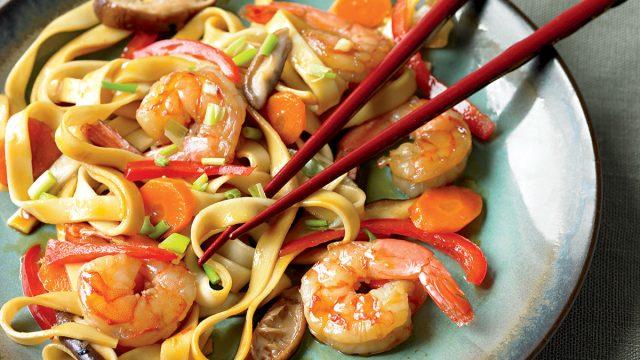 Low-calorie shrimp lo mein