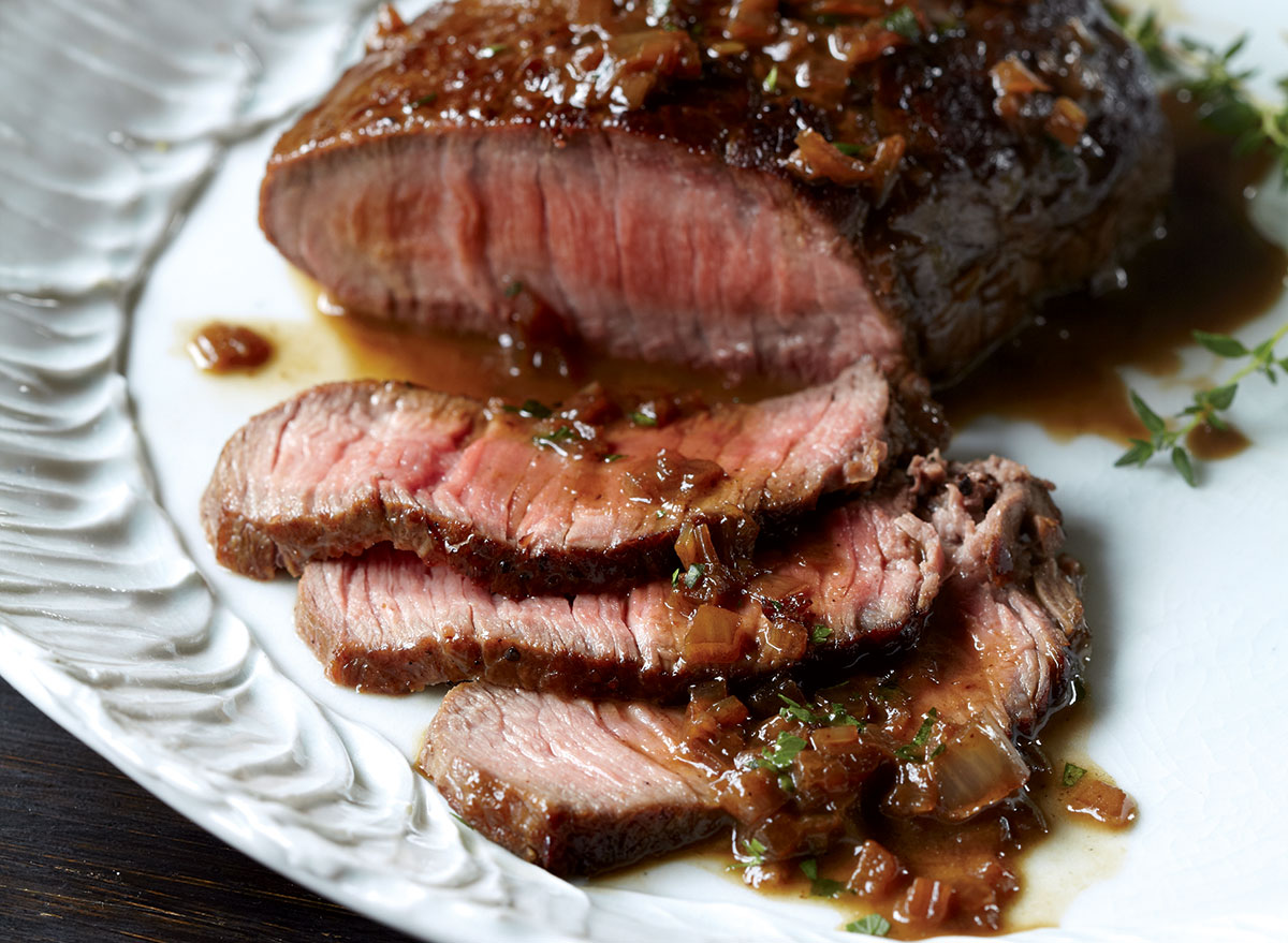 Low-calorie steals with red wine sauce