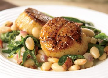 Paleo seared scallops with white beans and spinach