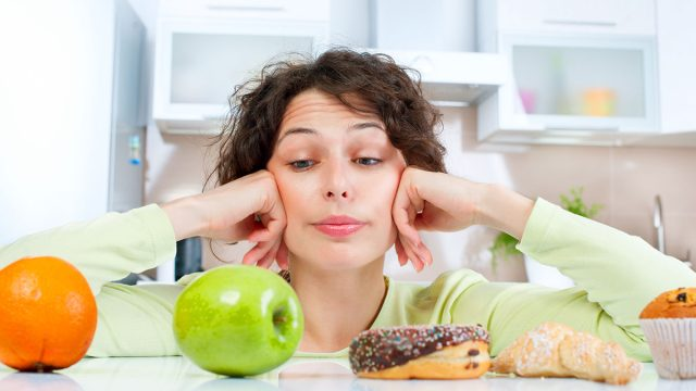 Picking between healthy and unhealthy foods